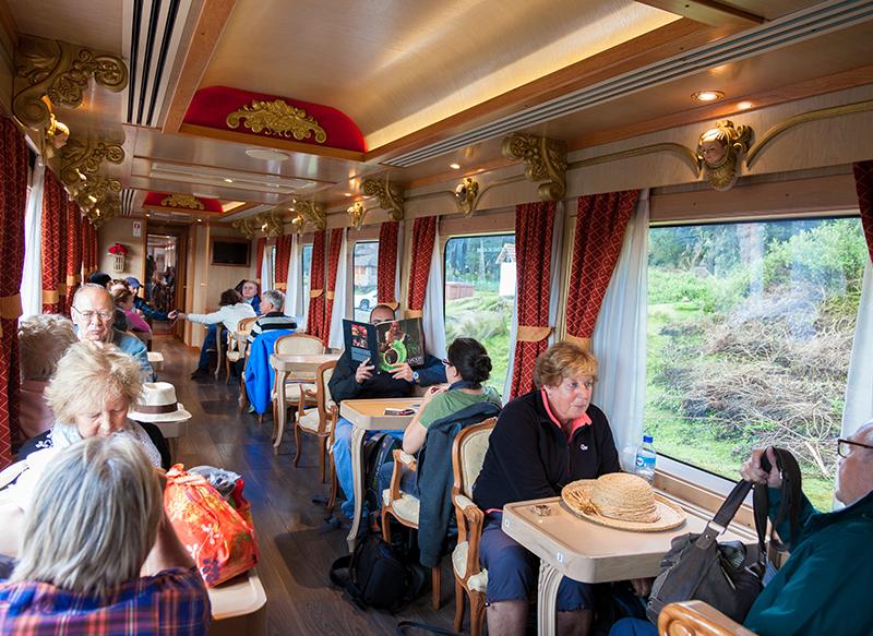 Ecuador train Llama Travel