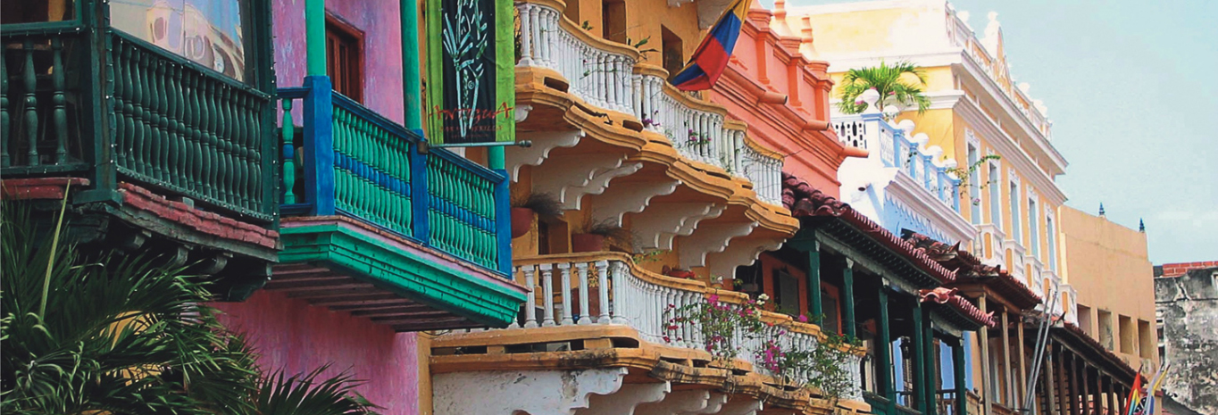 Wander the streets of Cartagena's Old Town